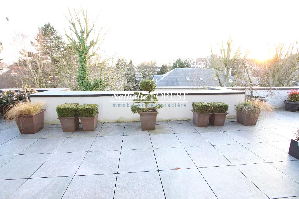 CROISE LAROCHE, quartier prisé, magnifique Appartement PENTHOUSE (récent) de142 M2  2 (4ch) et 75m2 de terrasse exposée plein sud !
