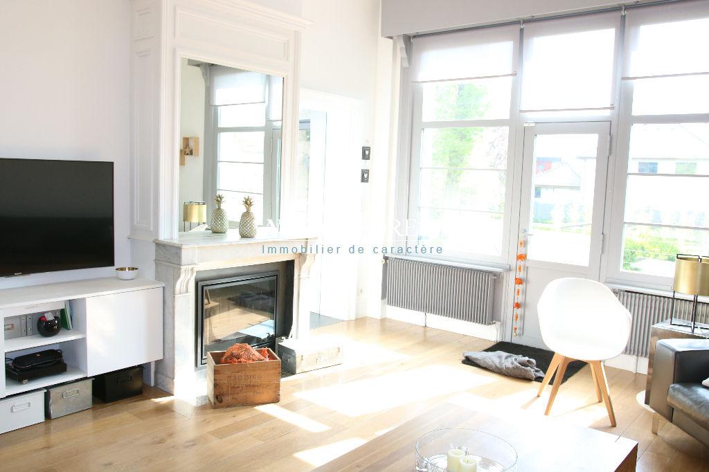 VILLENEUVE D'ASCQ Belle maison ancienne de charme ent!èrement rénovée jardin 1600M2, 2 Garages, Parking sécurisé