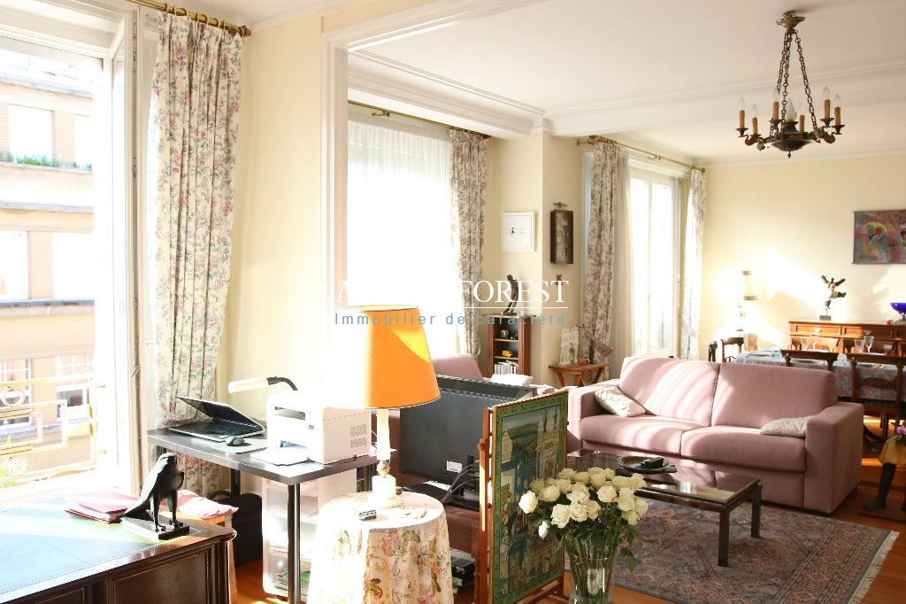 Exclusivité  , Lille centre , prox préfecture ,Splendide type 4  dans immeuble Art Déco , balconnet ,  en étage élevé
