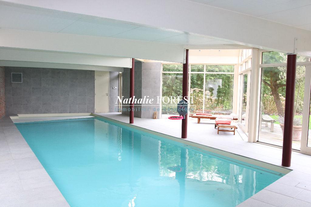 Hem , résidentiel, belle maison contemporaine  , 6 CH , bureau , piscine couverte sur 2270 M2 de terrain  divisible et constructible .