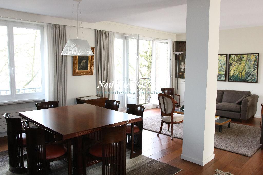 Lille centre , splendide appartement 2 ou 3 chambres , trois balcons , ch de bonne , garages .