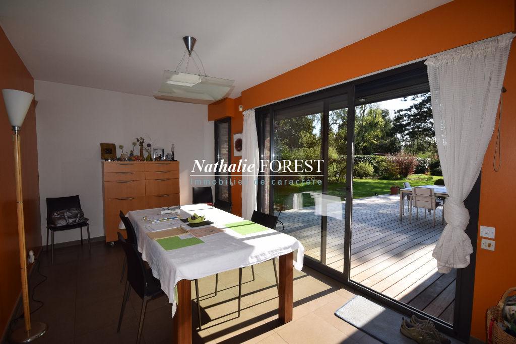 EXCLUSIVITE !CROIX Résidentiel Belle Villa individuelle 5 Chambres, sur parcelle arborée de 1400M2, grand parking, garage 2 Voitures.