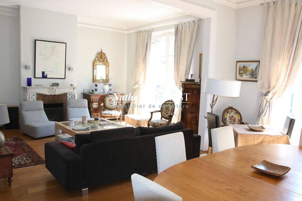 VIEUX LILLE prox Grand Place, bel Appartement  Haussmannien 6 pièce(s) 185 m2 4 Chambres, 1 Bureau, Petits balcons, 3 Chambres de bonnes, Garage