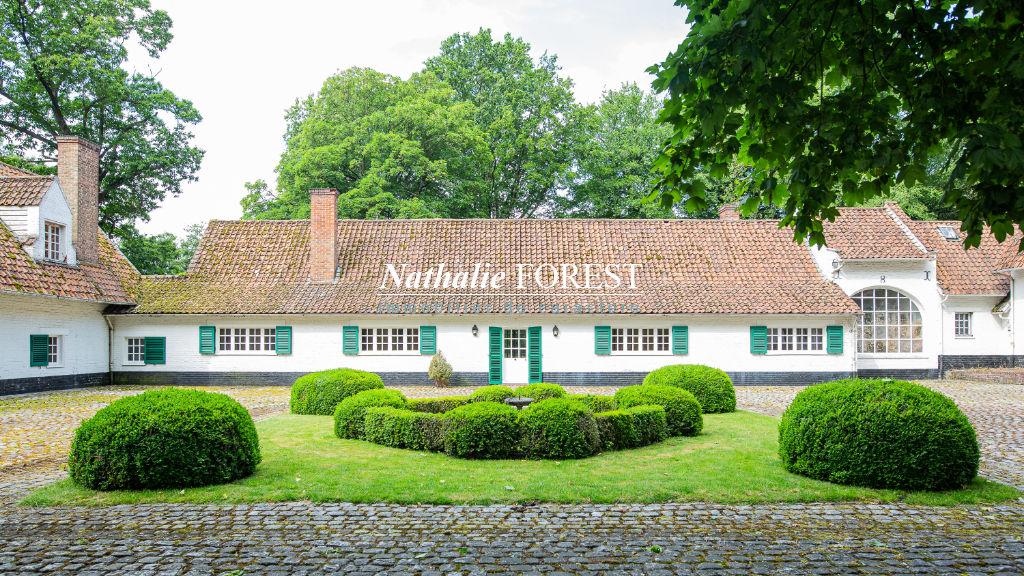 Mouvaux, parc du Hautmont , propriété d'exception type cense  flamande au carré sur 13 782 M2 de terrain , garages trois voitures .
