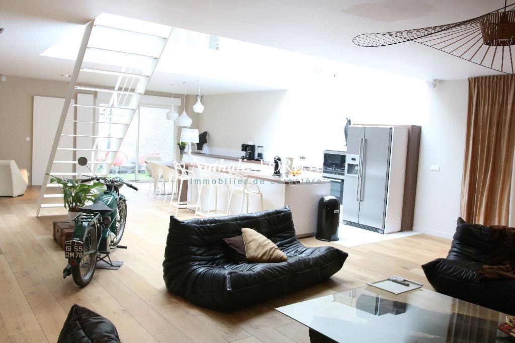 Exclusivité .Lille Gambetta , splendide appartement type Loft , 3 ch , terrasse et cave aménagée de 60 M2  entièrement rénové .