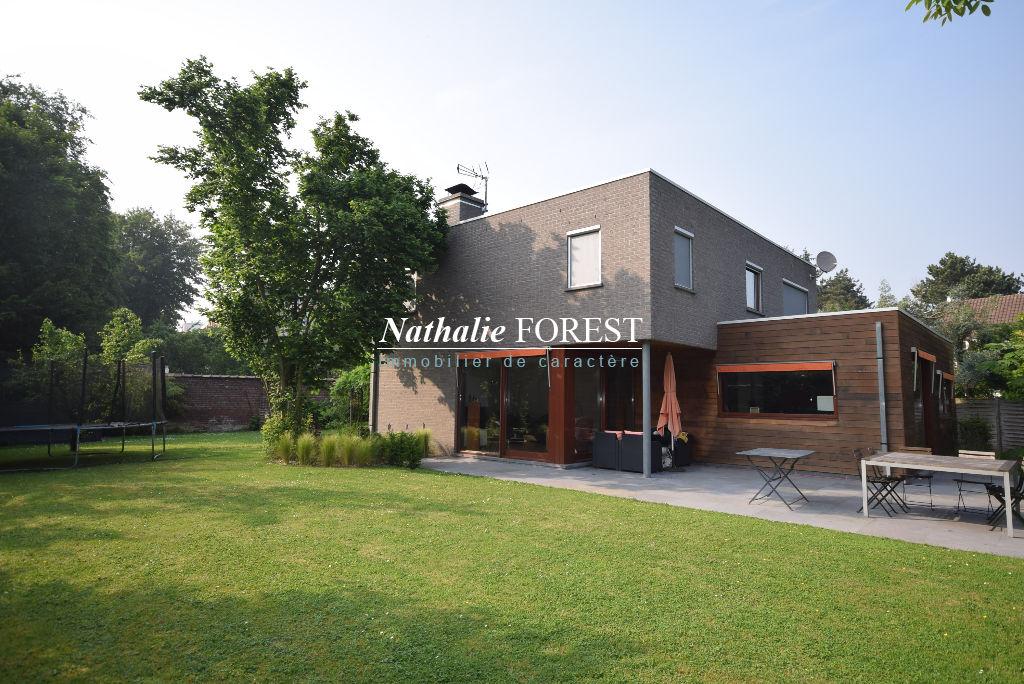 LAMBERSART Belle maison Cubique Individuelle  Dewaele 200M2 Habitables,  cadastrée sur 1200M2