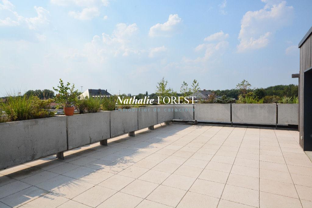 """Vieux Lille , incroyable """" Penthouse"""" en dernier étage  , terrasses de  140 M2 ,  3 chambres , 2 parkings et un garage"""