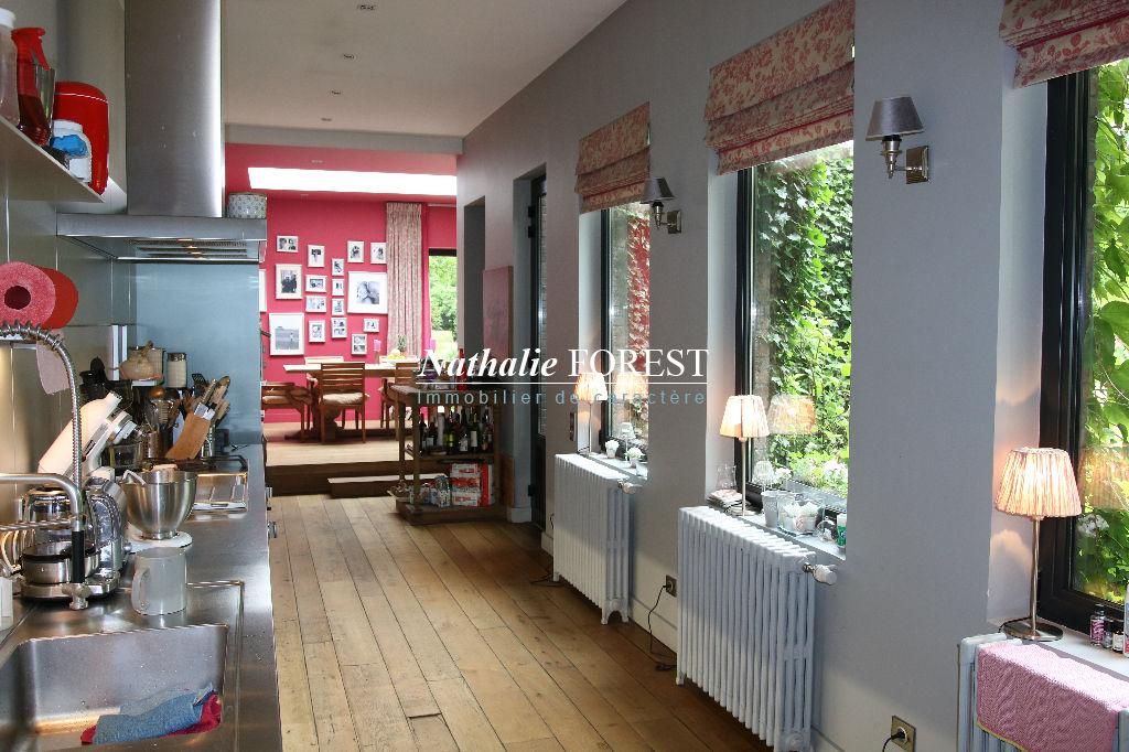 Tourcoing centre , Splendide maison bourgeoise entièrement re- visitée sur une incroyable parcelle de 2984 M2