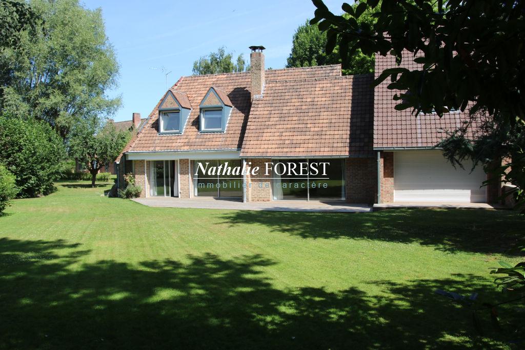 Marcq en Baroeul , prox école internationale , Très belle Villa , 4 ch , bureau sur 1475 M2 de terrain
