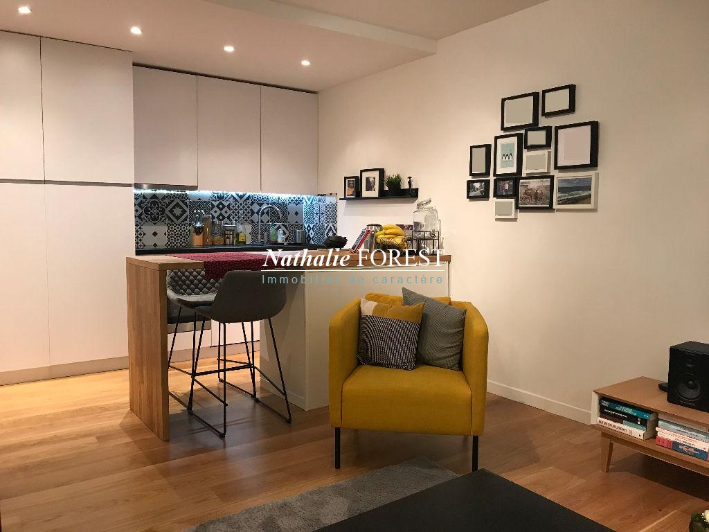 Vieux Lille Secteur prisé, Appartement Rénové 3 pièce(s) 54 m2 rez-de-chaussée sur cour sécurisée .