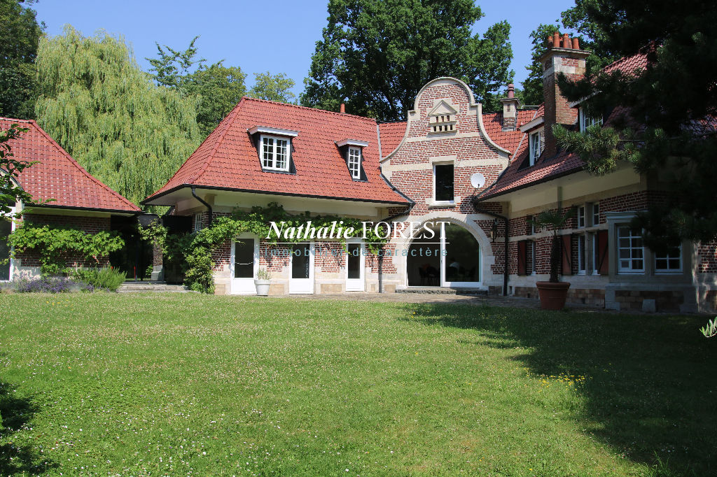 CROIX RESIDENTIEL - Anciennes écuries entièrement réhabilitées, 4/5 chambres sur 1435m2 de terrain
