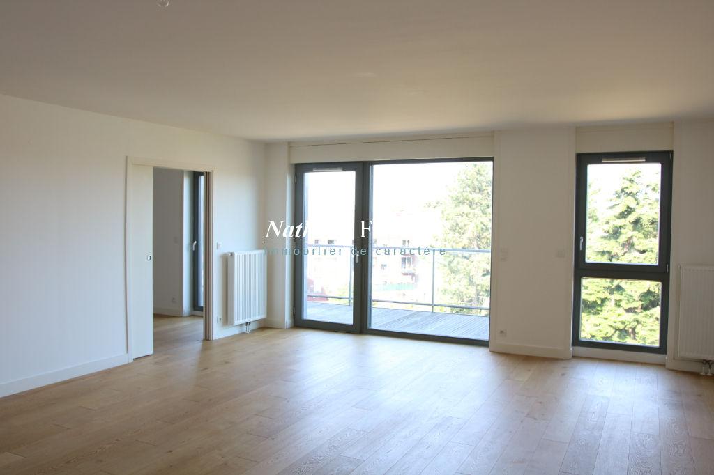 MOUVAUX plein centre ,  Appartement T5 de 195 M2 m2  environ , en dernier étage avec ascenseur, terrasses, 3 garages fermés