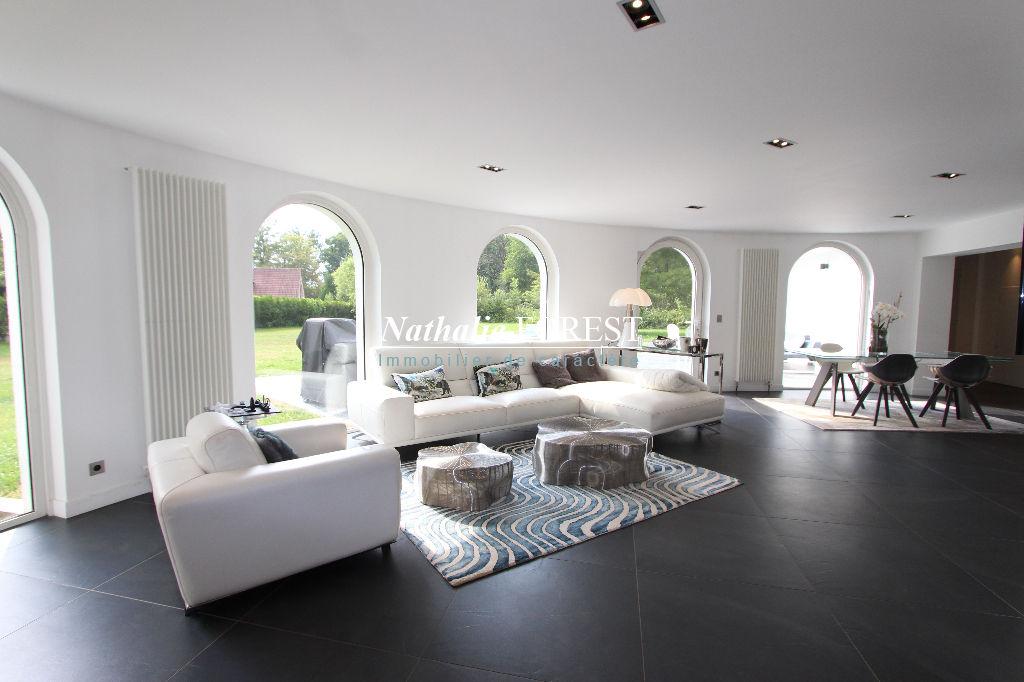 EXCLUSIVITE, MERIGNIES - secteur prisé, Belle maison construite en 1970 (5 ch) entièrement remaniée en 2016 sur une belle parcelle arborée de 3600 m2 !