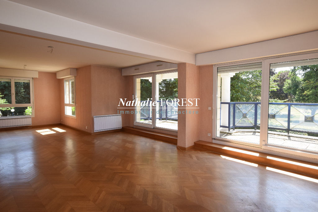 VILLENEUVE D'ASCQ Sart  Magnifique Appartement  4 chambres , divisible,171,44M2 (loi Carrez), grande terrasse, garage 3 Voitures + 2  Parkings