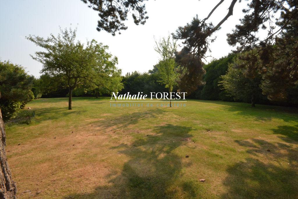 Mouvaux , dans domaine privé ultra résidentiel , splendide terrain à bâtir de 1600 M2 environ .