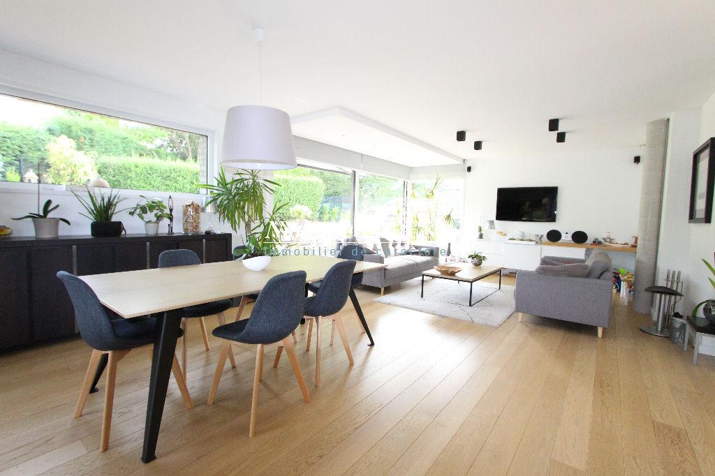 Vallée de La Lys, à 10 mn du golf de Bondues, maison cubique de grande qualité -4ch (2014), sur une parcelle de 980 m2