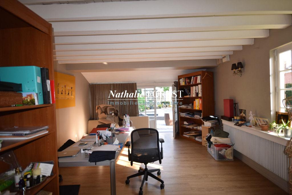 MOUVAUX  PROX TRAM! Maison  de caractère 7 pièce(s) 180 m2 et une annexe, possibilité profession libérale!