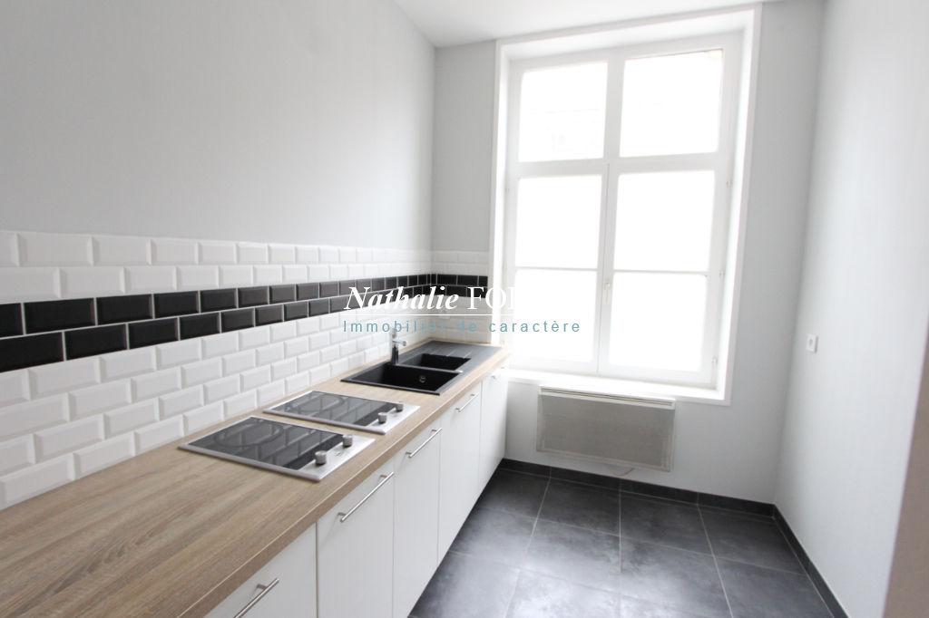 VIEUX-LILLE, secteur prisé, bel Immeuble de rapport  composé de 4 appartements (pour 32 000 € de rapport )
