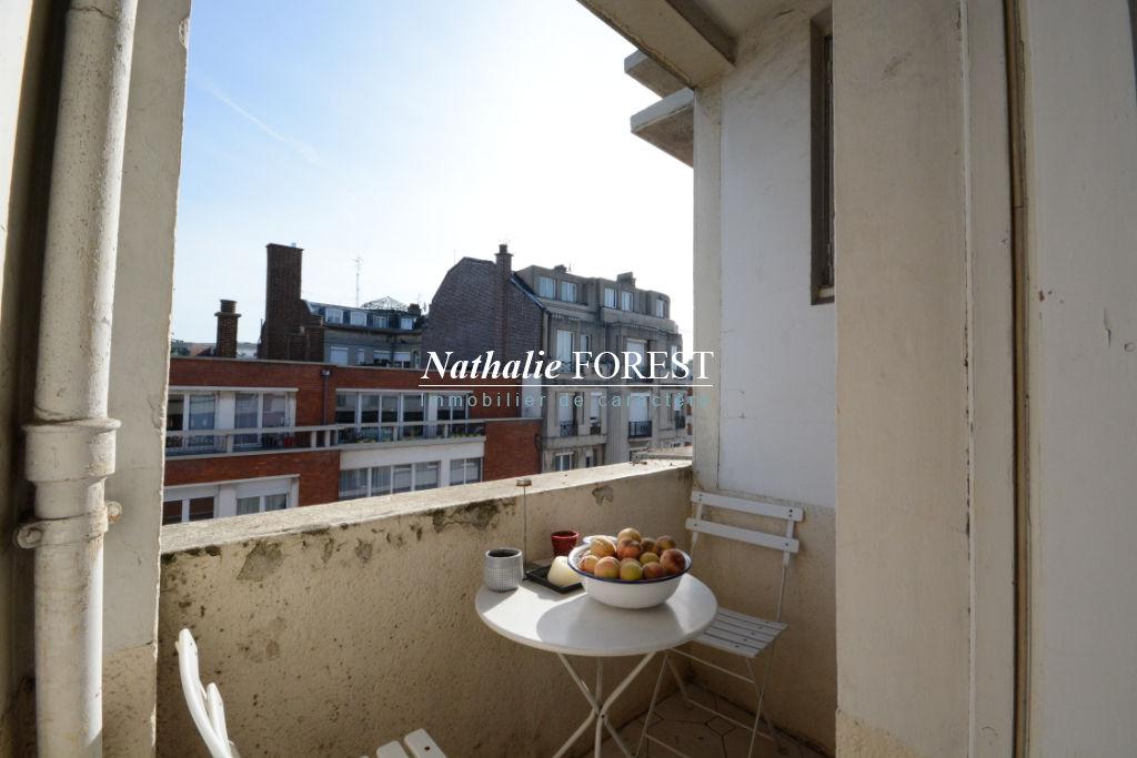 Lille proximité Vieux Lille et Gares - Appartement T2 de 51m2 dernier étage, balcon, cave et grenier.