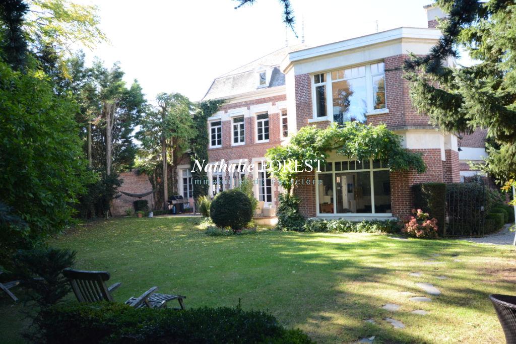 Linselles , Elégante Maison de maître et ses ravissantes dépendantes , usage mixte pos , 6 ch , sur  1160 M2 de terrain .