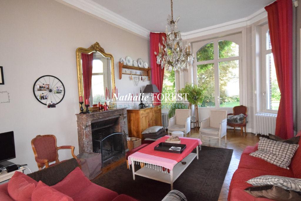 HEM Belle maison Bourgeoise individuelle  240M2 Hab, cadastrée sur 1695M2, 6 Chambres, Garage, grand parking