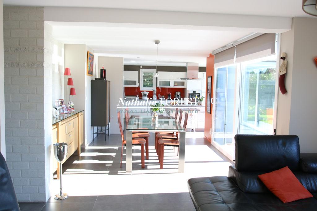 Wasquehal Prox. Tram - Superbe maison cubique d'architecte (2009) de 175m2 sur 700m2 de terrain, double garage + carport