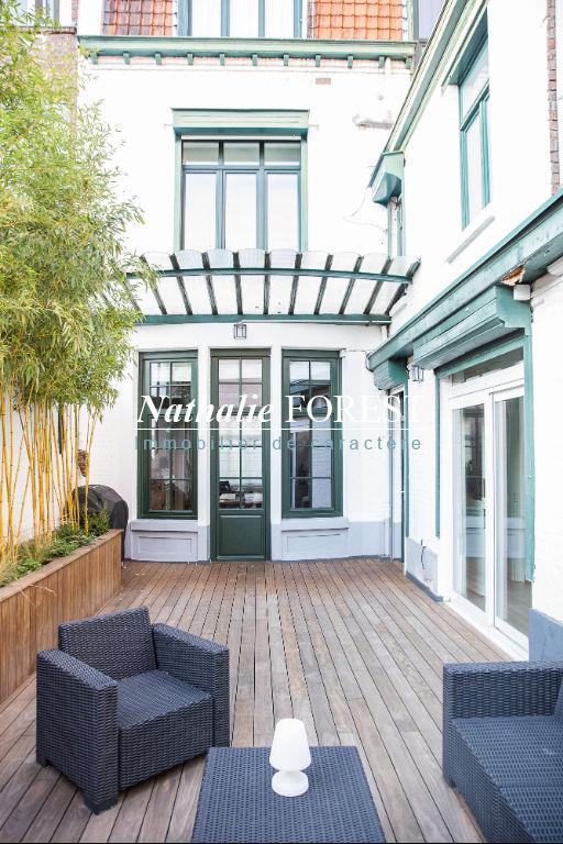 Lille Centre , splendide maison de Maître entièrement rénovée , 5 ch , cour végétalisée , garage 99M2 .