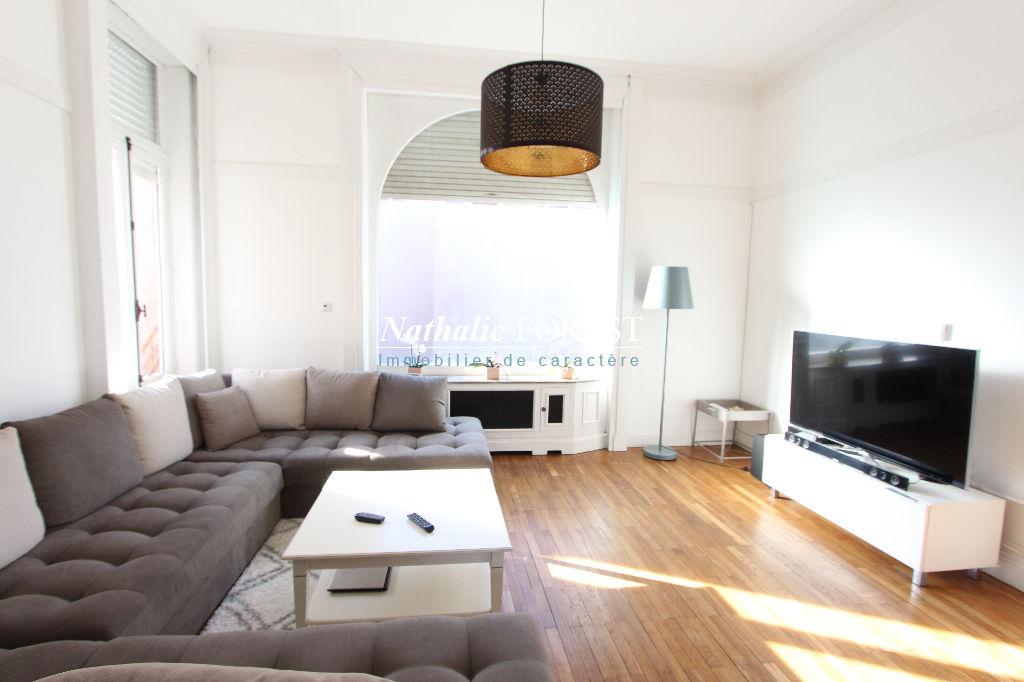 VALLEE DE LA LYS, Magnifique maison ART-DECO de 1930 entièrement remaniée en 2016, 5grandes Chambres et pièce à vivre de 95 m2, sur une parcelle murée et boisée de 1121 m2, belle piscine 10X4,...
