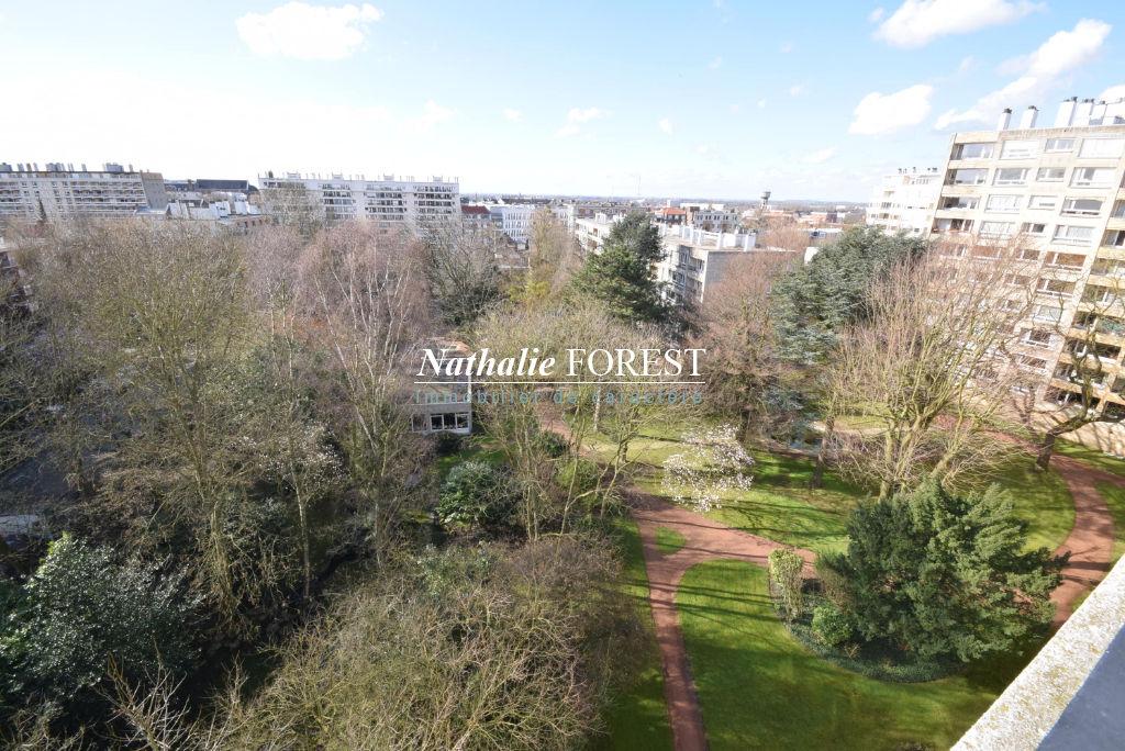 Lille , prox St Maur , spacieux appartement de 155 M2 , 4 ch , terrasse sud, garage et parking extérieur .