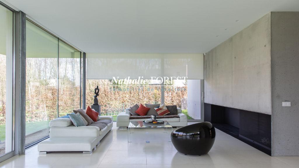 Proximité Roncq .Exceptionnelle et très rare Villa Contemporaine plain-pied (5ch et 5900 m2 de terrain) signée par un architecte international de renom et construite dans la lignée du Pavillon Universel de Barcelone de 1928