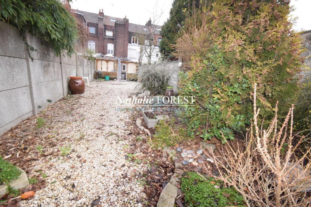 Secteur Prisé ! LILLE Prox Lambersart Maison 1930 avec jardin et grand garage attenant