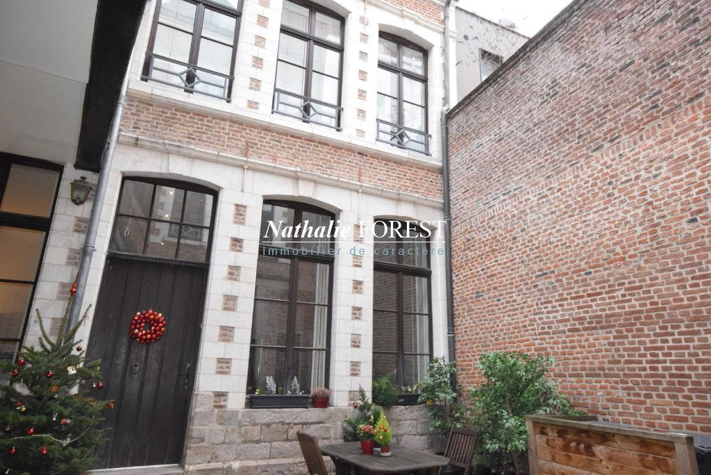 VIEUX LILLE Secteur Top Prisé ! Maison-Appartement en rez-de-jardin avec studio indépendant, jardin agrémenté d'une piscine