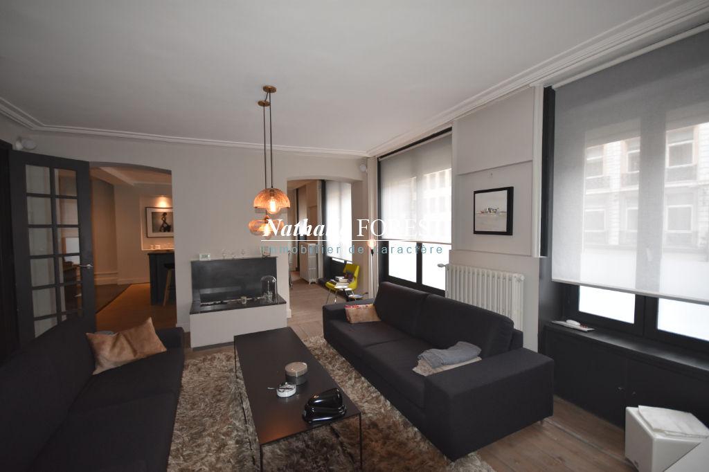 Lille centre , prox Foch , superbe appartement type 4 plus bureau ,  divisible ,entièrement rénové , un garage ferme pos.
