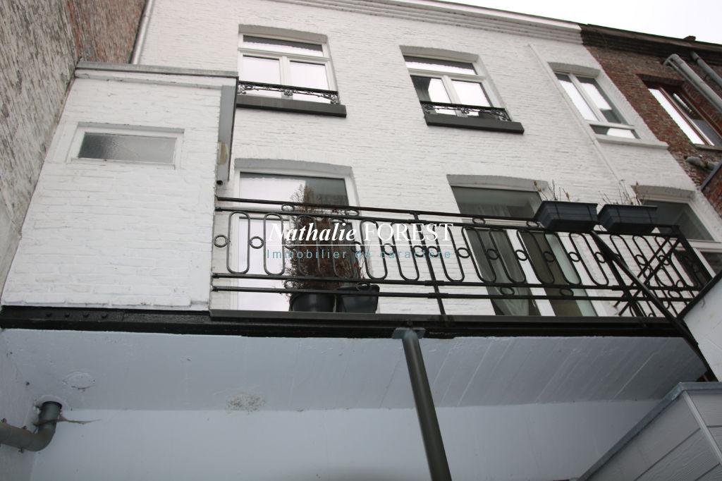 Vieux Lille , immeuble de rapport , 3 pos 5 lots du studio au type 5 , rapport locatif  pos   37 360 €