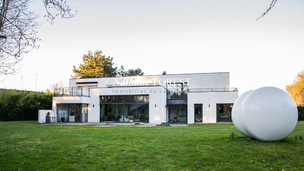 Croix résidentiel , splendide maison cubique , architecte Louchart , 5 chambres sur 2400 M2 de terrain .