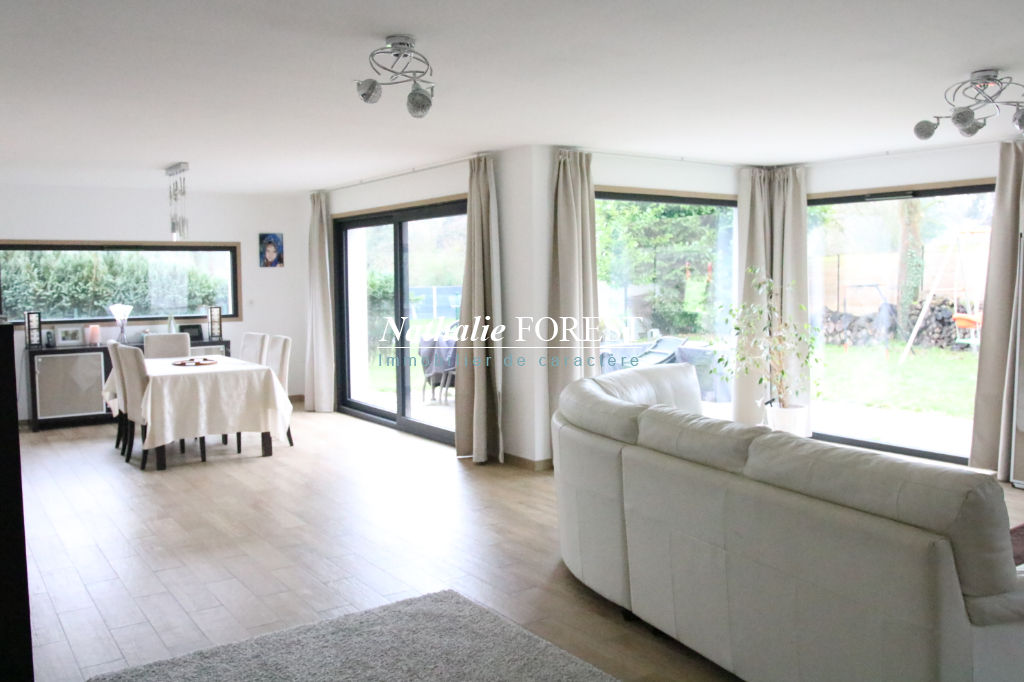 CO -EXCUSIVITÉ .Wasquehal , prox tram , belle maison cubique , semi plein pied , 5 ch sur 1074 m2 de terrain