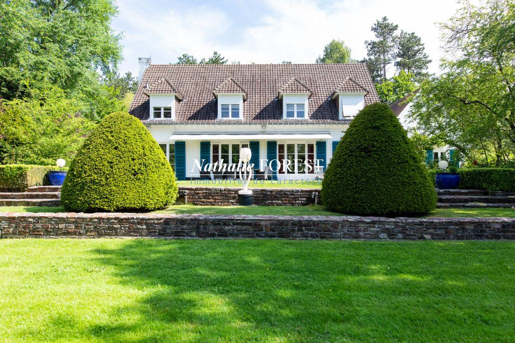 """Exclusivité  .Croix Beaumont , splendide Villa de l 'architecte"""" Maillart """"sur 7800 m2 de terrain constructible ,6 chambres , salle de jeux , garage 3 V."""