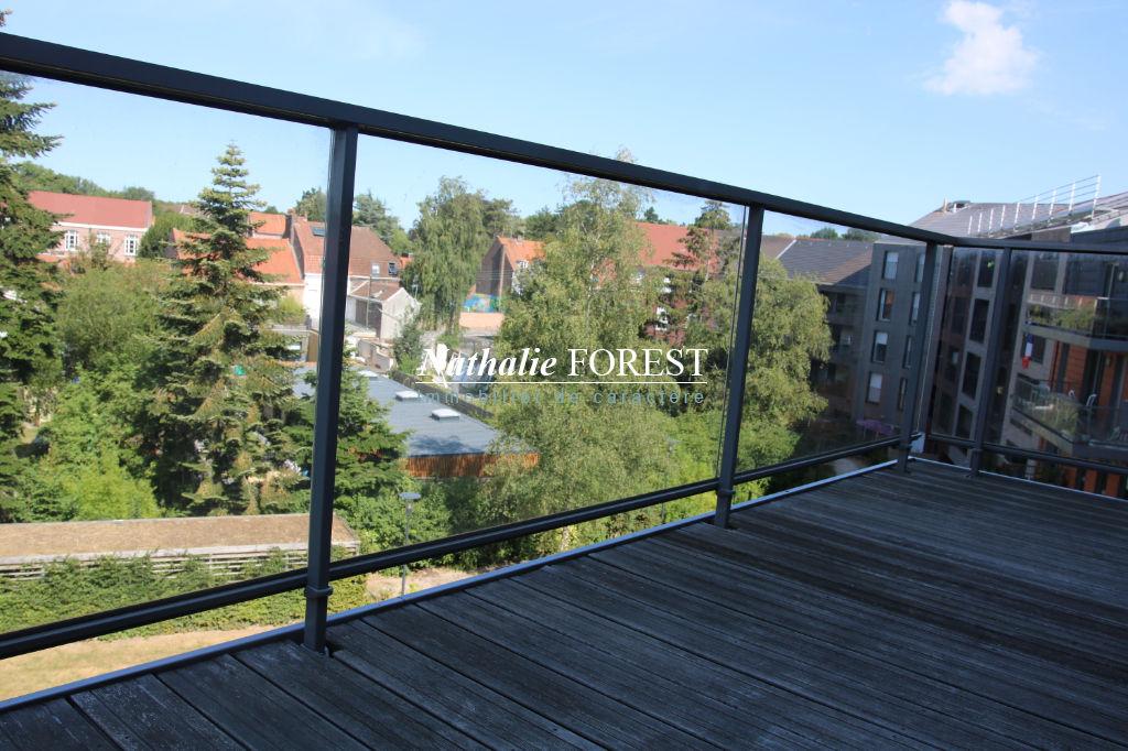 MOUVAUX plein centre,  Appartement T5 de 195 M2 m2  environ, en dernier étage avec ascenseur, terrasses, 3 garages fermés
