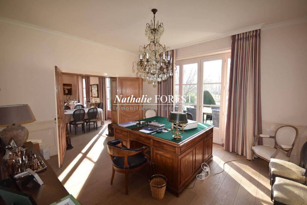 """Exclusivité  .Croix Beaumont , splendide Villa de l 'architecte"""" Maillart """"sur 3800 m2  environ de terrain constructible ,6 chambres , salle de jeux , garage 3 V."""