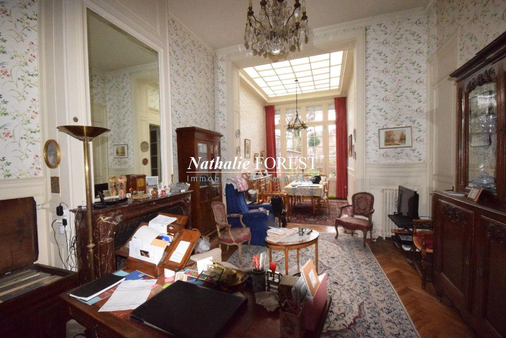 LILLE Cormontaigne  Grande Maison Bourgeoise à rénover avec charme et cachet 8 Chambres, Jardin