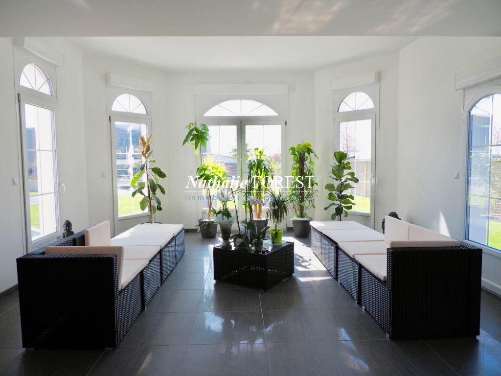 Maison contemporaine 10 pièce(s) 432 m2 à Calais Frethun