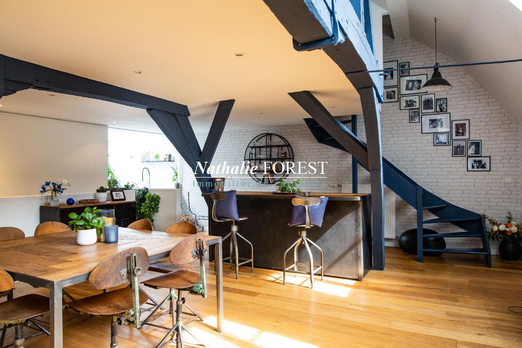 Co-Exclusivité - VIEUX LILLE Esquermoise - Superbe Appartement ancien T4 en dernier étage, entièrement rénové,  avec terrasse.