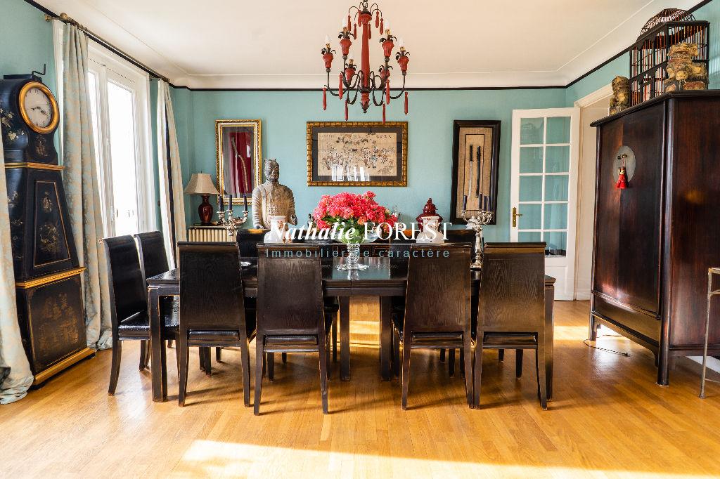 Exclusivité ! Lille Liberté, étage élevé, Splendide appartement Haussmannien , 5 chambres, garage .