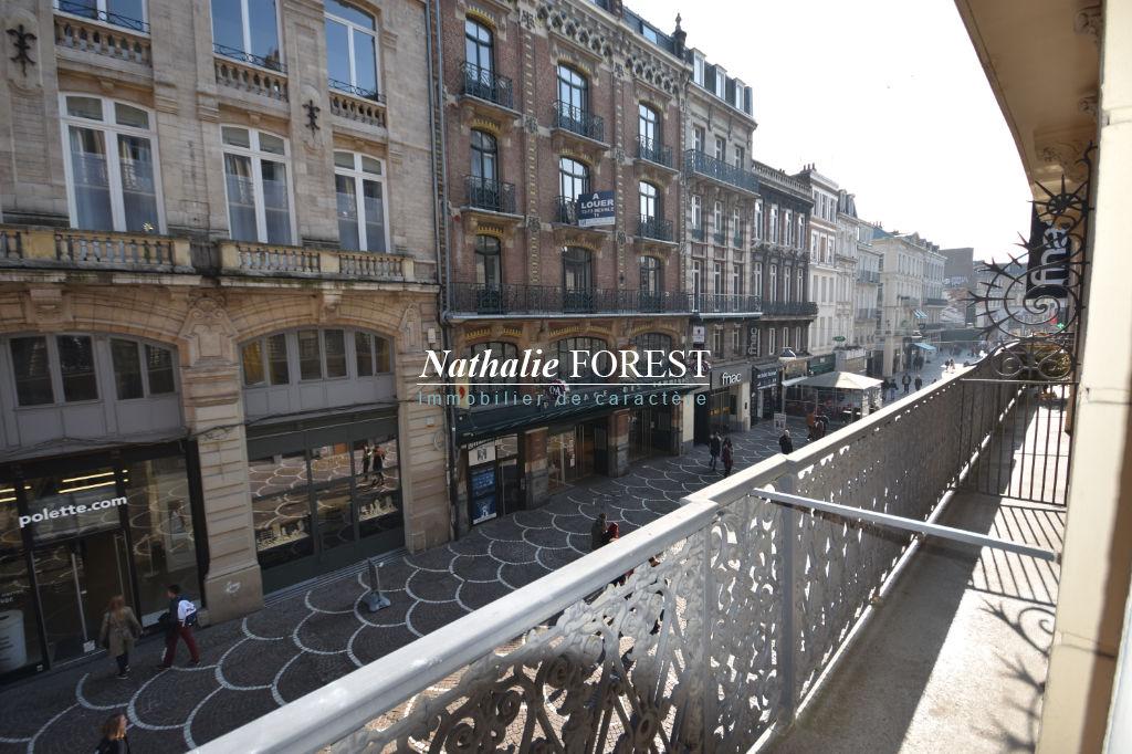 Lille, parvis St Maurice , Magnifique type 3 , entièrement rénové , grand balcon , au pied des commerces .