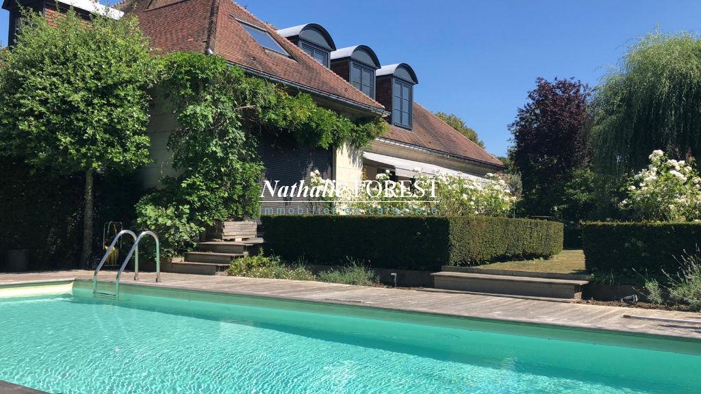 """Proximité Roncq , magnifique maison de l 'architecte """"Maillard"""" , 6 ch , bureau , piscine , sous sol de 150 m2 sur 2000 m2 de terrain ."""
