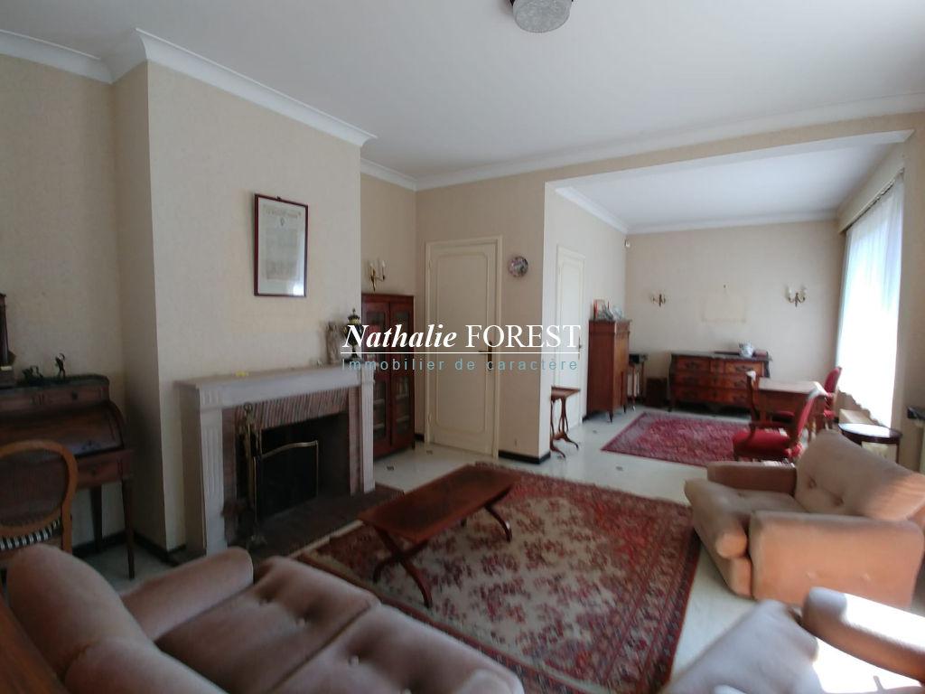 ROUBAIX Barbieux Secteur Prisé et résidentiel prox Tramway Maison  9 pièce(s) cadastrée sur 1150M2, Garage 2 voitures