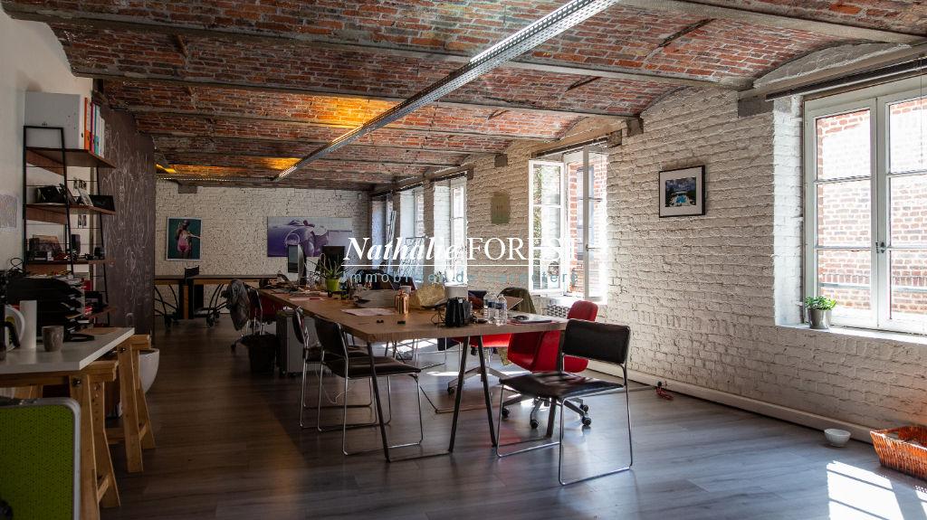 Co-Exclusivité ,Vieux Lille , splendide immeuble de rapport du XVII ème et  XIX ème siècle   , 5 lots au cadastre . Terrasse , 550 m2.nombreuses possibilités . Garage 84 m2 .