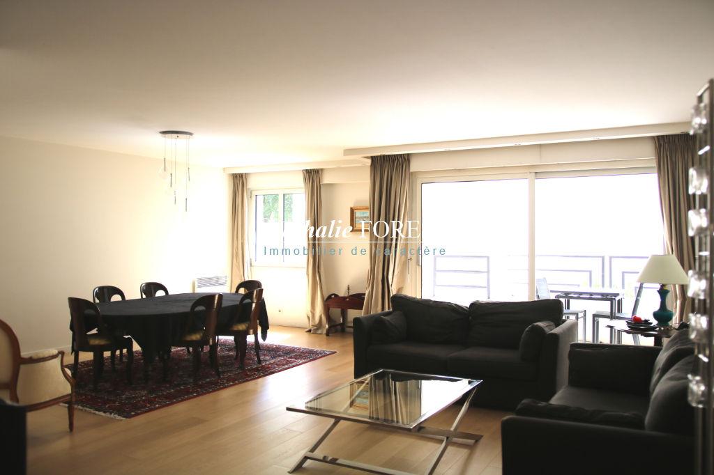 EXCLUSIVITE - VIEUX LILLE -  Appartement T3 au sein d'un immeuble récent, terrasse et parking.