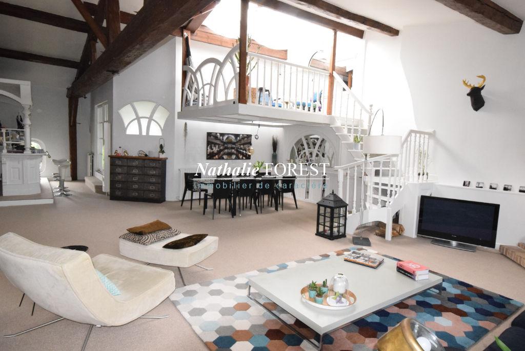 TOURCOING Prox Grand Boulevard , Appartement de Charme rénové  4 pièce(s) 138M2 (Loi Carrez) au 3ème et dernier étage