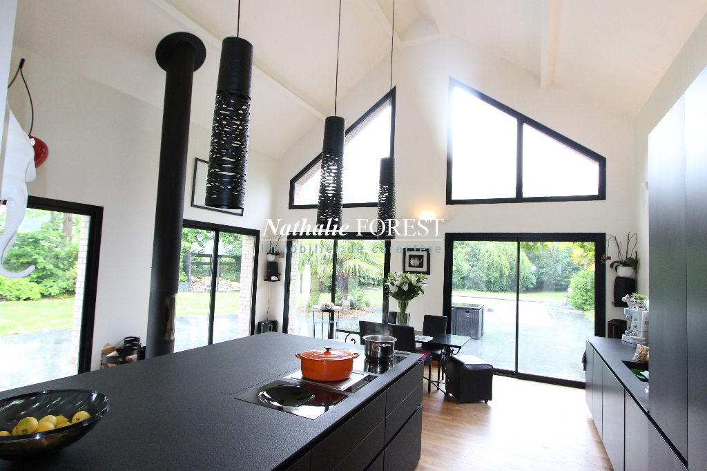 MÉRIGNIES - co-exclusivité, magnifique maison d'architecte (5ch) en fond d'allée, au calme et au sein d'une parcelle arboré.